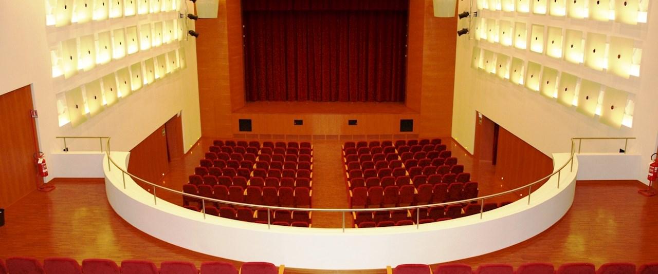 <a href='dettagli.aspx?c=1&sc=2&id=1&tbl=news'><div class='slide_title'><h3>Stagione Teatrale 2018/2019</h3></div><div class='slide_text'><span>&#160;.</span></div></a>